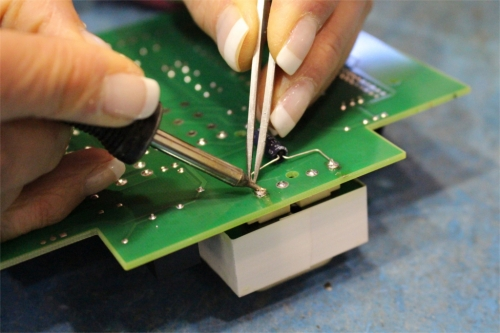 Manual wire soldering